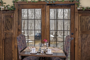 Dining at Glenlaurel Scottish Inn & Cottages.