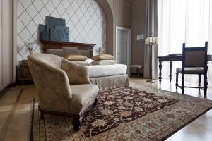 Guest room at Grand Hotel et de Milan.