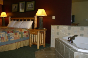 Suite with jacuzzi at Three Bears Lodge.