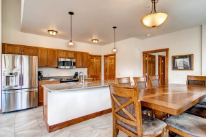 Vacation rental kitchen at Black Canyon Inn.
