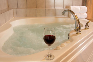 Guest jacuzzi at Shearwater Inn.