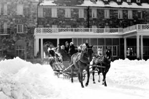 Historic photo of resort and horse wagon at Skytop Lodge.