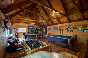 Resort lodge at Kabetogama Lake Association.