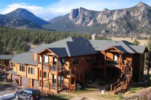 Exterior view of Black Canyon Inn.