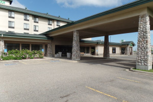 Exterior view of Holiday Inn Hotel & Suites Owatonna.