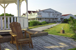 Exterior view of Weathervane Inn.