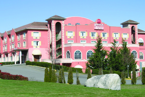 Exterior view of Pacific Inn Resort & Conference Centre.