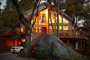 Exterior view of Yosemite Peregrine B & B.