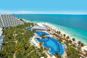 Exterior view of RIU Caribe All Inclusive.