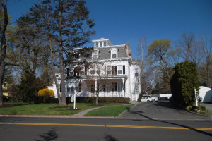 Exterior view of Cos Cob Inn.