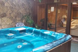 Hot tub at Cedar Valley Lodge.