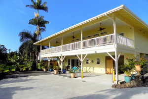 Rental exterior at Hakalau Vacation Rental.