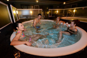 Jacuzzi at Mount Robson Inn.