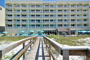 Exterior view of Best Western Fort Walton Beachfront Hotel.