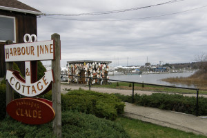 Exterior view of Harbour Inne and Cottage.
