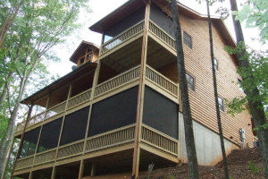 LOVELY 3 BEDROOM CABIN WITH MANY AMENITES, POOL TABLE, AIR HOCKEY, HOT TUB AND MORE