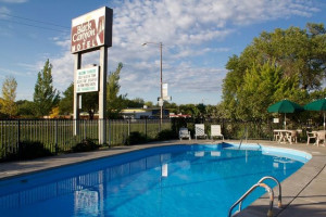 Outdoor pool at Black Canyon Motel.