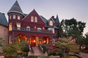Exterior view of Swann House Bed and Breakfast.