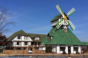 Exterior view of Branson Windmill Inn.