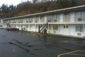 Exterior view of Kalama River Inn.