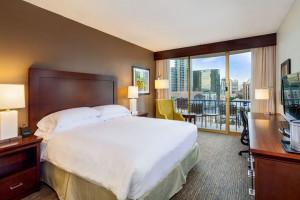 Guest Room at Wyndham San Diego Bayside