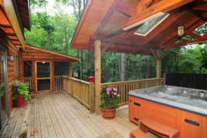 Cabin jacuzzi at Getaway Cabins.