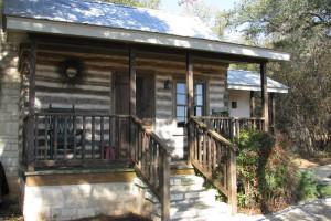 Cabin exterior at Bed & Breakfast On Knopp School.