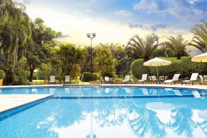 Outdoor pool at Hotel Transamérica São Paulo.