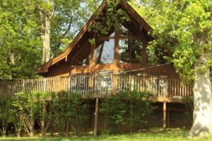 Cottage exterior at Shawnee Bay Resort.