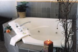 Hideout tub at The Inn on Gitche Gumee.
