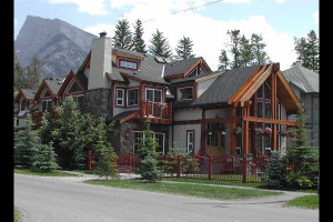 Exterior view of Thea's House Bed & Breakfast.