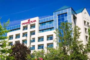 Exterior View of Crowne Plaza Portland-Lake Oswego