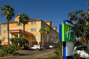 Exterior View of Holiday Inn Express Hotel & Suites San Antonio – Downtown Market Area