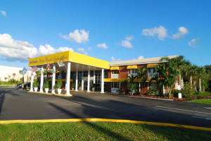Exterior view of Best Western Palm Beach Lakes.