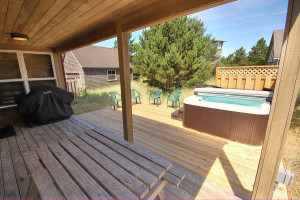 Rental hot tub at Shorepine Vacation Rentals.