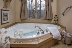 Whirlpool Tub at Glenlaurel Scottish Inn & Cottages