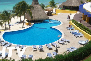 Outdoor pool at Melia Cozumel All Inclusive Golf & Beach Resort.
