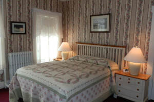 Guest room at Oxen Yoke Inn.
