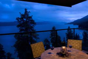 Romantic dining at Lake Okanagan Resort