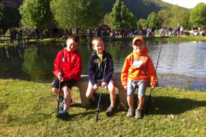 Family fishing at Smoke Hole Caverns & Log Cabin Resort.