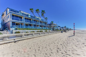 Exterior view of Surf Style Vacation Homes.