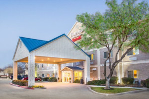 Exterior view of Fairfield Inn Dallas Plano.