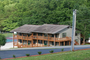 Exterior view of Golden Pond Resort.