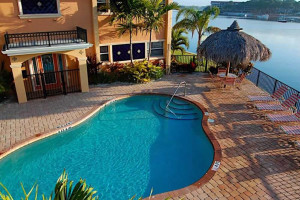 Vacation rental pool at Travel Resort Services, Inc.