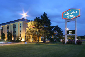 Exterior view of Hampton Inn Detroit-Madison Heights.