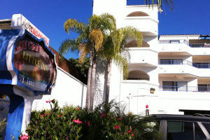 Exterior view of San Clemente's Little Inn By The Beach.