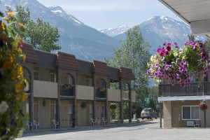 Exterior view of Maligne Lodge.