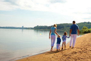 Family walking on beach at Tamarack Lodge.