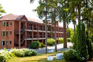 Exterior view of Monterey Inn Resort.