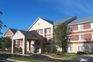 Exterior view of Fairfield Inn & Suites Detroit Farmington Hills.